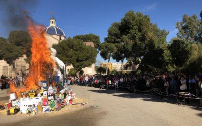 """""""El Ave María"""" quema su Falla"""